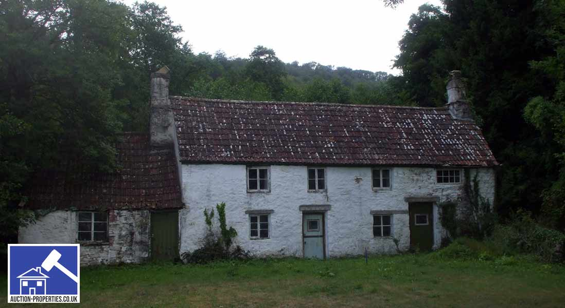 Photo of a derelict cottage in Wales
