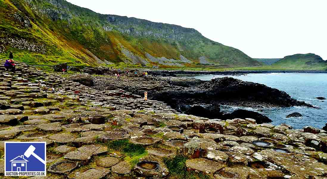 Photo showing the causeway coastline in Northern Ireland